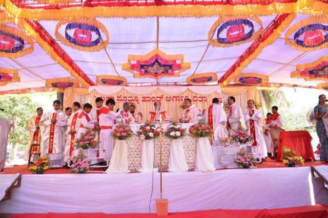 Photo Album:Silver Jubilee Celebratio​n of Rev. Fr. Louis D'Sa PP of Mudarangad​i